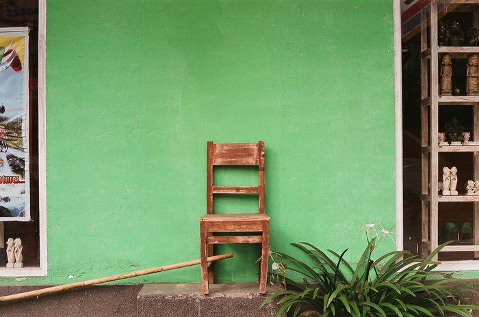 35mm Analogue Photography Bali Bali, Indonesia Contemporary Photography Filmisnotdead Green Wall Lonely Chair New Topographics Newtopographics Speakers Still Life TakeoverContrast 35mm Film BYOPaper!