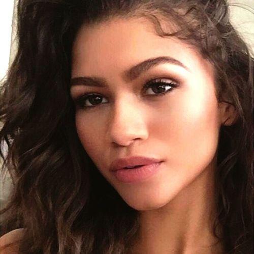 Zendaya Zendaya Coleman Mixed Girl Selfie Selfie✌ Selfie ✌ Model Fashion&beauty Longeyelashes Eyebrows On Fleek Makeup Fashion Style Aesthetics Gorgeous Natural Beauty Longhair Long Hair