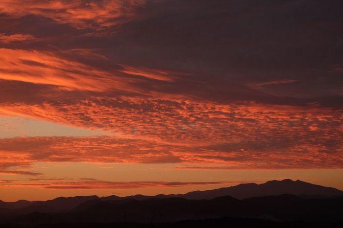 マジックアワー 石川県 白山 真っ赤に焼けた空 やったぜ 母ちゃん(笑) 朝焼け 久しぶりにめっちゃ焼けたぜ😆👍