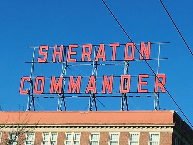 Sheraton Commander Hotel Hotel Sheraton Hotel Vintage Signs Neon Lights Neon Sign Red And Blue Blue And Red Rouge Et Bleu Rojo Y Azul