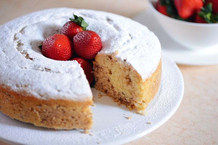 Walnut Cake Walnuts Food Strawberry Sweets Live To Eat Desserts Powder Sugar Sugar Make It Yourself Cakes