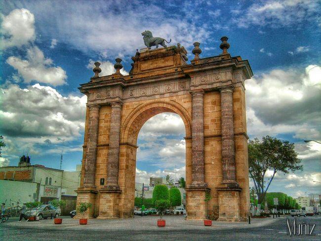 Leon Guanajuato Arco Monuments Monumentos  Monument Historical Monuments Mexicolindo Mexico Mexicocolors Mexicolors Mexico De Mis Amores Mexico_maravilloso