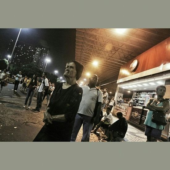 A senhora margot passou o dia no centro do Riodejaneiro para fazer suas rezas. Agora, na Centraldobrasil , pode ser que essa senhora passe a noite a espera de um ônibus. Cidade sede da Copadomundo tem apenas 24% dos ônibus em circulação. @leocoelho_nemo Squaredroid photojournalism greve naovaitercopa
