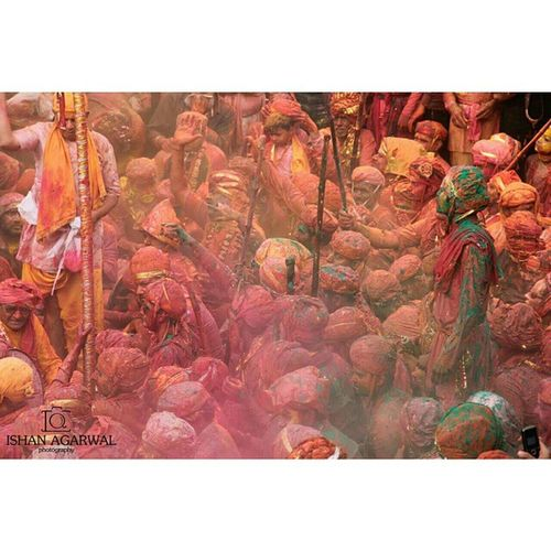 Ishanagarwalphotography Holi Lathmarholi Nandgaon barsanasamajholi2015pinkgreenOrangeredpinkfestivalkrishnagopicoloursitsindiaindiaincredibleindia offsetimagesoffsetartist devotees hindu
