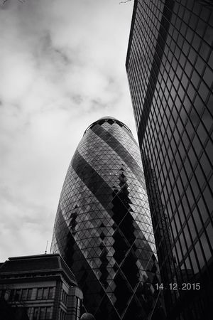 Gherkin Gherkin Tower Gherkin Building London LONDON❤ Natgeolandscape Pictureoftheday Photography Picture Nikon Nikonphotography Skyscraper Cityoflondon Pic Shot Nightphotography Tower Photographer Photografers_tr