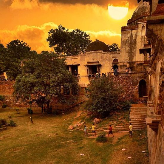 Evening Hauzkhas Hauzkhasvillage Delhi_igers Blackbyxolo Donoaankhenkholo Blackinstameet Thefancyvillage