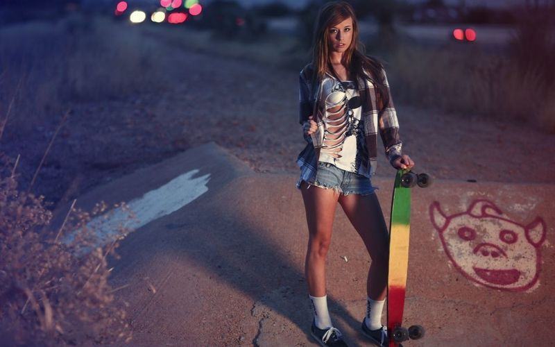 Girl Skateboard Today's Hot Look Freegun