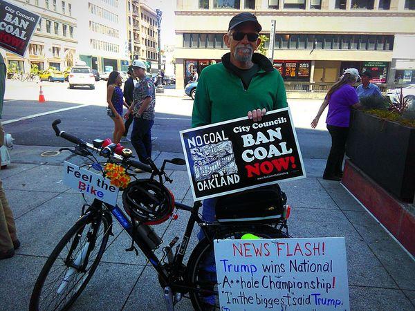 Ban Coal Feel The Bike Bernie2016 Feel The Bern!!! Bernie Supporter Dump Trump Feel The Bern Bernie Sanders Rally In Oakland, CA People Photography The Street Photographer - 2016 EyeEm Awards Street Photography The Photojournalist - 2016 EyeEm Awards