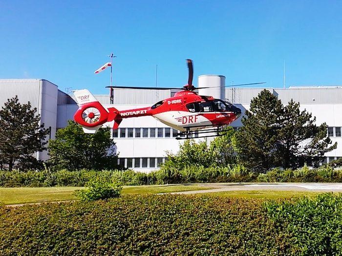 Helicopter Hubschrauber  Notarzt Notfall Einsatz Sonne Sonnenschein  Klinikum Göttingen  Picture Pictureoftheday Nice Afternoon Tree Red Sky Grass Clear Sky First Eyeem Photo