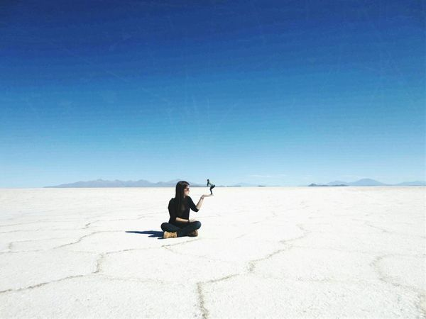 Salar De Uyuni Blue Sky Proposition Afar Traveling Exploring Scenic View Landscape Stunning Desert Salt SaltDesert Beautiful Little Girl Having Fun Sunnyday Noclouds Bigandsmall Size The Great Outdoors - 2017 EyeEm Awards Connected By Travel Lost In The Landscape This Is Latin America