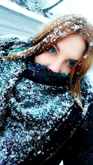 Human Body Part Looking At Camera Human Face Portrait Close-up Human Eye One Person People Adult Beautiful Woman Only Women Adults Only Day One Woman Only Young Adult Young Women Outdoors Eyelash Blueeyes 💞 Winter ❄️ Snow ❄️frozen❄️ Nature EyeEm