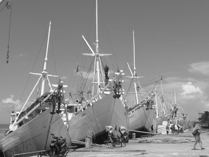 Monochrome Photography Boat Harbour Ships⚓️⛵️🚢 Blackandwhite Harbour View Waterfront Transportation