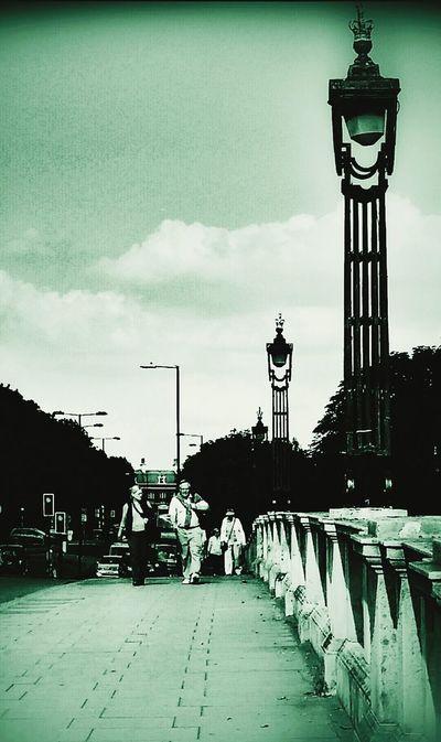 Streetphotography Monochrome Hampton Court Bridge Richmond -upon-thames, London