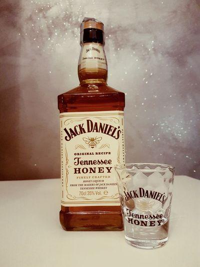 Jack Daniels Jack Daniel's Jack Daniels Whiskey Jack Daniels Tennesee Honey Miele Whiskey Bottle Bar Followforfollow Likephoto CoffeeBox Policoro Day