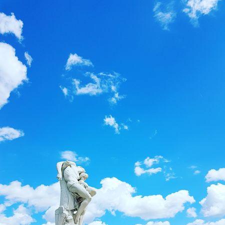La tête dans les nuages.. Cloud - Sky Statue Sculpture
