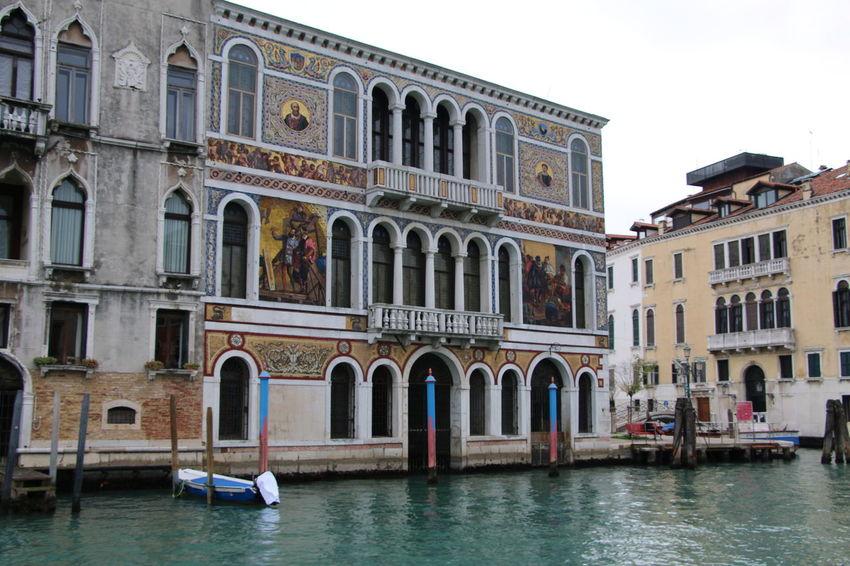 Venezia #venice #YBPhotographie Building Exterior Italy❤️ Architecture IloveVenice Outdoors Feeling Good Venezia Canalgrande No People Built Structure Colors Old Buildings Oldtown