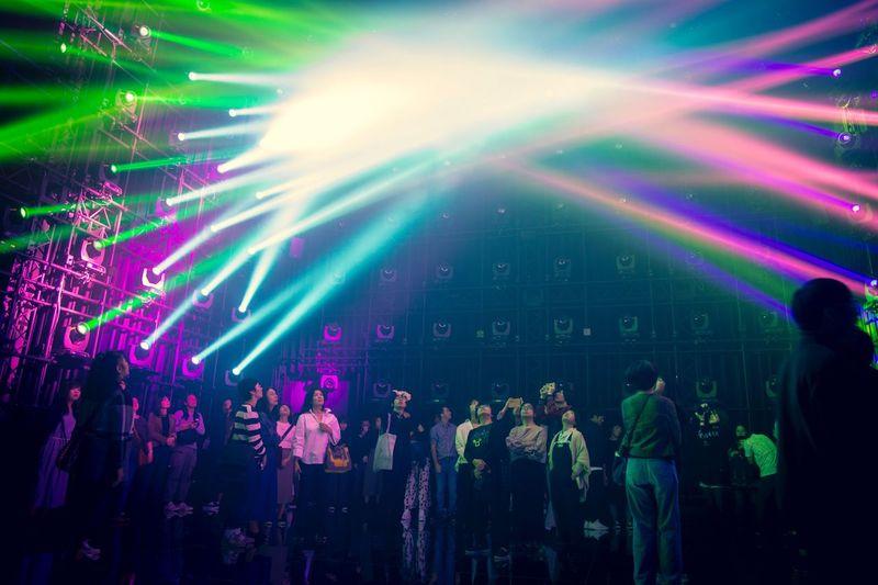 光の彫刻 Group Of People Crowd Arts Culture And Entertainment Music Enjoyment Large Group Of People Night Nightlife Event Illuminated Multi Colored Fun Real People Performance Men Light - Natural Phenomenon Lighting Equipment Light Beam Party - Social Event Light