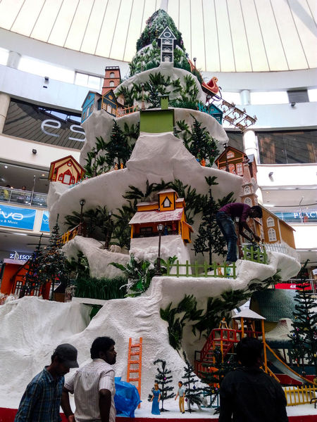 Merry Christmas🎅🎄🎉🎊🎊Large Group Of People People Outdoors Day Christmas Decoration Decorating The Christmas Tree Christmas Around The World EyeEm Best Shots Christmas Time We R Near To Christmas Man Working Out Merry Christmas🎄🎅🏻 Christmas Ornament EyeEm The Best Shots Hanging Eyeem Photography Close-up Model Of Christmas The Making