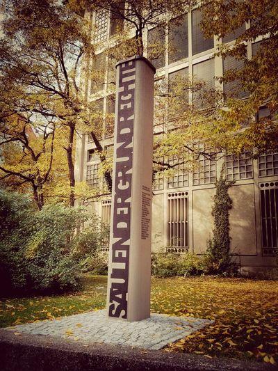 Säulen der Grundrechte Kunst Am Bau Colors Of Autumn