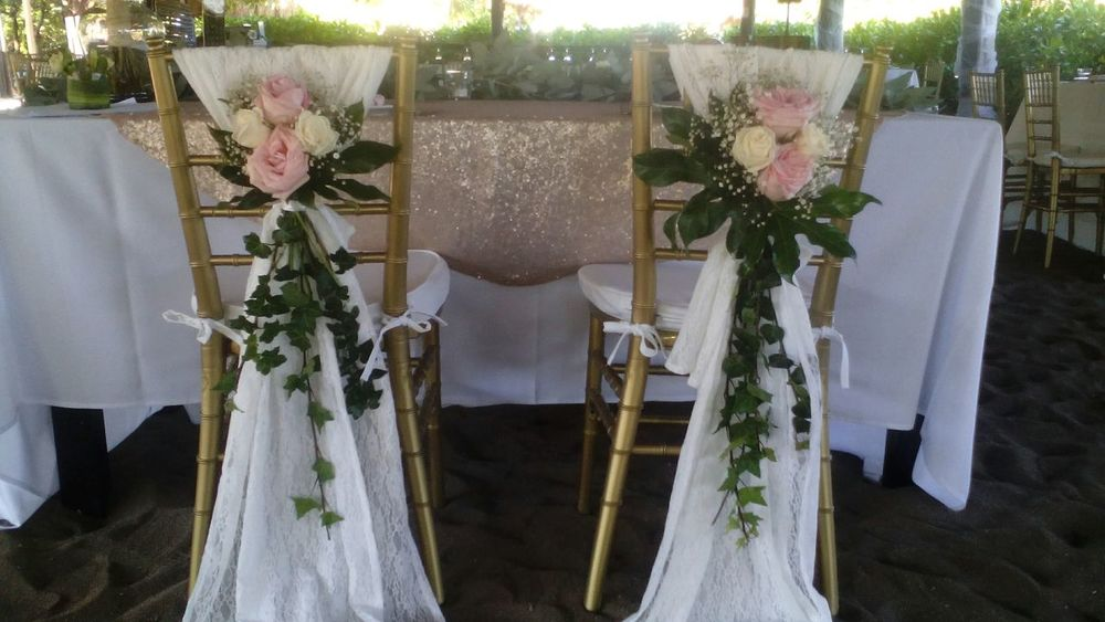 Floral Arrangment Wedding Chairs Bride And Groom Wedding Reception No People Wedding Roses Flowers Wedding Flowers Tiffany Chairs Private Weddings Caribbean Life Bluevenado Celebration Event Wedding Day❤ Close-up Wedding Decor Decoration Wedding Party Wedding Decoration Wedding Day Playa Del Carmen Beachwedding Wedding Details