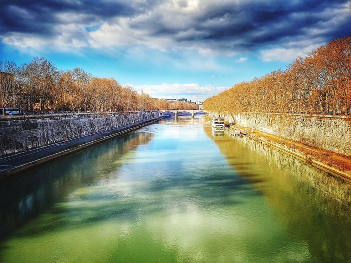 Tevere river Rome Rome Italy Rome, Italy Roma River River View Riverbank Tevere River Tevere Urban Water Surface Italy Lazio Travel Destinations Water Reflection Sky Cloud - Sky Dramatic Sky Tranquil Scene