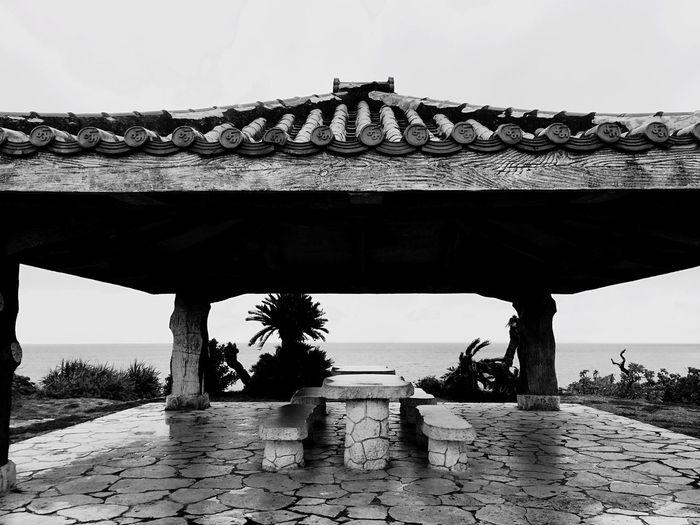 沖縄 読谷村 日本 Okinawa Yomitan-village Japan 琉球瓦 赤瓦 赤瓦の屋根 Ryukyu Tile Red Red Red Tile 白黒 シロクロ Monotone