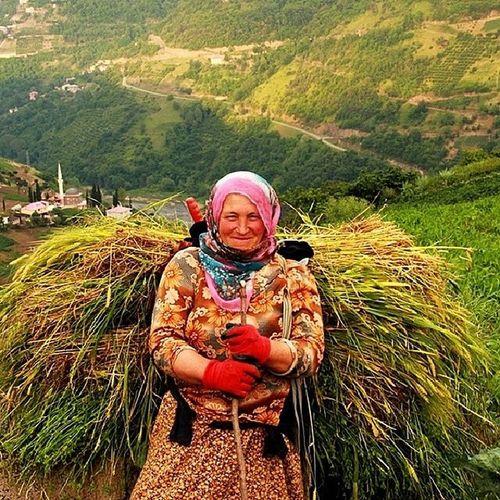 Benim Anadolu Kadınım; Onlarda Deryalar Gibi Yürekler Var... Onlar Emek Veriyor, Ekmek Kokuyor... Onlar Gönüllerde Ne Dünyalar Kuruyor!! Anadolukad ını