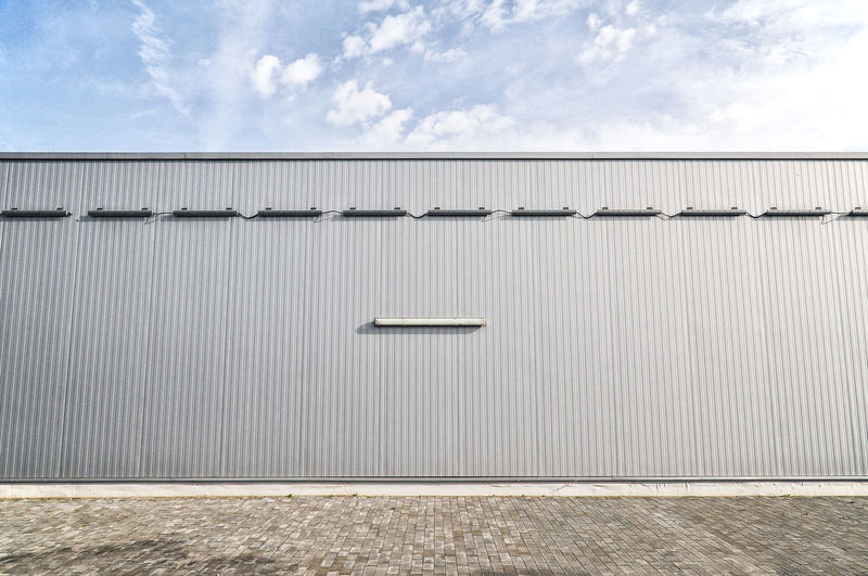 Metallic sheet on a modern industrial building Architecture Corrugated Exterior Industrial Building  Modern Modern Architecture Wall Architecture Building Building Exterior Built Structure Corrugated Iron Corrugated Roof Day Detail Galvanized Iron Metal No People Pattern Patterns Sheet Stainless Urban Wall - Building Feature