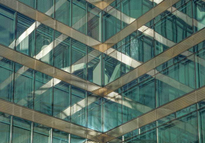 reflection and lines ... Architecture Architecturelovers Berlin Bürohaus Fenster Full Frame Geometry Glass Glass - Material Green Grün Lines Modern Modern Architecture Ofice Building Pattern Pattern Pieces Pattern, Texture, Shape And Form Reflection Repetition Structure Symmetry Transparent Window Windows