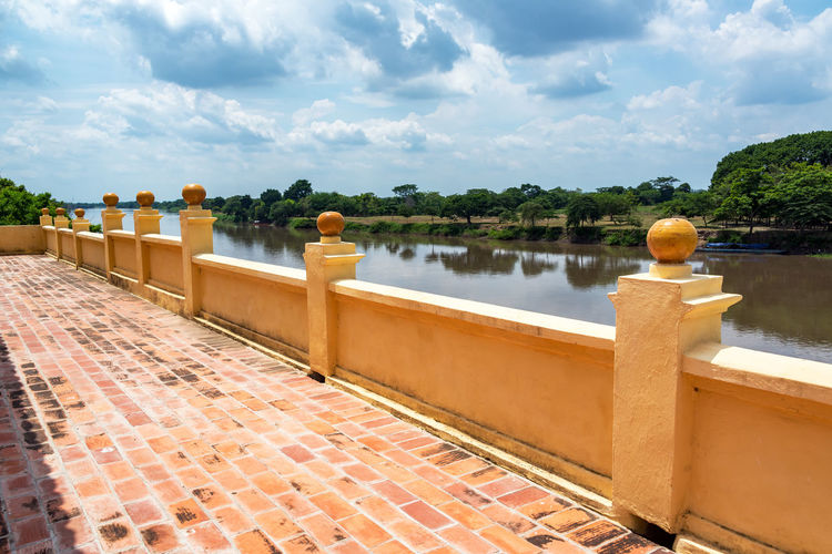 Retaining wall by magdalena river against sky