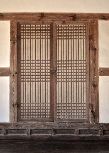 Traditional door / Korea . About 300 years ago. Door Traditional Traditional Door Pettern Hanok Korea Tradition EyeEmNewHere