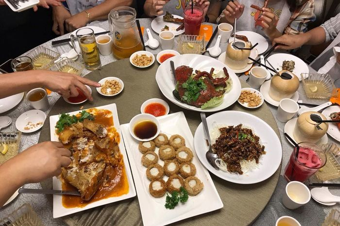 Crabshell Crab Legs Seafood Table Human Hand Plate Food And Drink Human Body Part Restaurant Eating Togetherness People Ready-to-eat Indoors  Real People Friendship Food