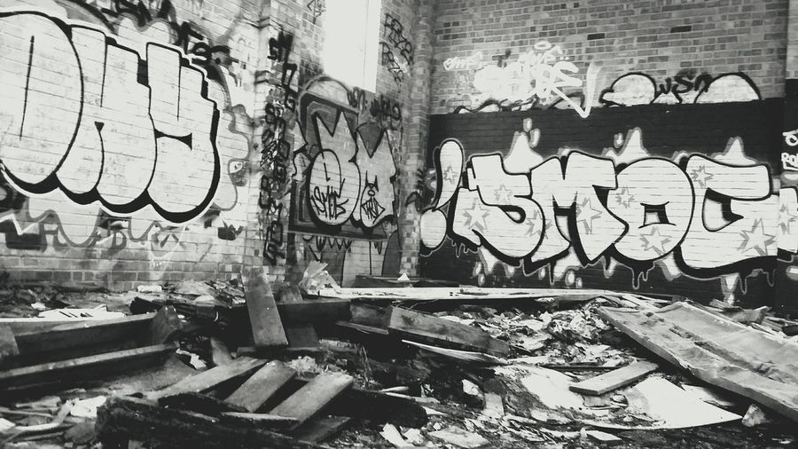 This abandoned barn was in a ramdom field on a ramdom photography trip, it is photography gold. going back soon for some better sorts. Wall Art Graffiti Graffiti Art Abandoned Buildings Abandoned Graffitti Wall Black And White Secret Places Eyeem Graffiti EyeEm Best Shots Eyeem Black And White