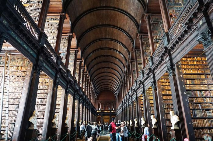 2017 Arch Architecture Books Bookshelf Built Structure Dublin History Indoors  Ireland Kells Large Group Of People Library People Student Trinity College Trinity College & Book Of Kells Trinity College Library University アイルランド ケルズの書 ダブリン 図書室 トリニティカレッジ