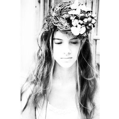 先日アップしたカラー写真をアートっぽく加工してみました♫ このトーク帽には、花や蝶々までアレンジされていて、職人やデザイナーのウィットに飛んだ作風が素敵な逸品です。。。 ウェディングドレス Cliomariage Weddingdress Dress ドレス カラードレス クリオマリアージュ ガーデンウエディング Wedding ウェディング 結婚 結婚式 結婚式準備 タキシード Accessory アクセサリー ヘッドドレス ギフト ブライダル Fashion ファッション ナチュラル プロポーズ 東京 渋谷 japan婚纱撮影前撮りプレ花嫁