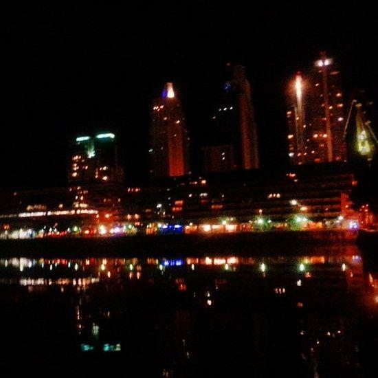Y para cerrar la noche visita a Puerto Madero Puertomadero Puentedelamujer Barcos Night baires ba baas argentina