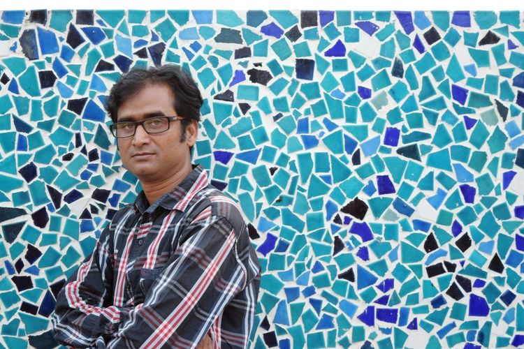 What if I post my photo !! Posing against a textured wall... thats me... Just Self Portrait Thats Me  Its Me He Is Me Me Myself And I Blue Standing Front View Young Adult Casual Clothing Blue Background Attitude People And Places