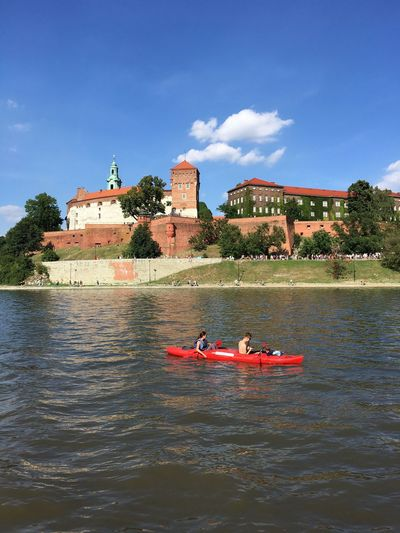 ::: River Vistula Kayaking Kaya Castle Wawel  Sunny Day Summer Free Time Relax Active Lifestyle  Time Pleasure Showcase July