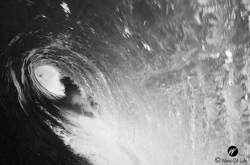 Inside the barrel Surf Surfing Barrel Surfers Surfer Surfphoto Surfphotography Surfpics Surfparadise Waveoflife Waves Atlanticocean FR Bn Bnw Nikon Nikonphotography Nikonphoto Surfphotos Barrel