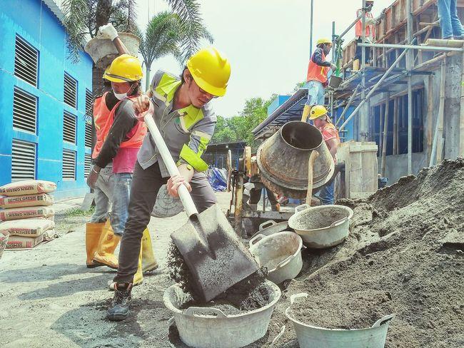 pemimpin memberikan ispirasi, bukan perintah Civil Works Safety Helmet Adult Working Outdoors Sky Hard Work Isnpiration Nexus5 Vscocam Headwear Menerjang Badai