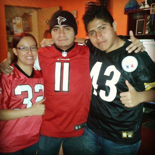 Disfrutando del partido en TelevisaDeportes Adrenalinatd Atlanta Steelers