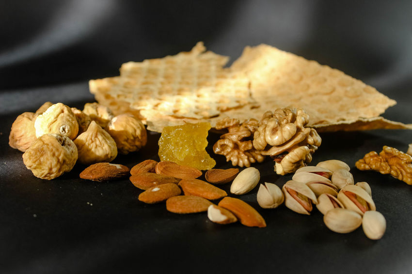 AmonderezGreen Nuts Almond Bread Close-up Day Food Food And Drink Indoors  No People Noyer Nut - Food Protein Bar انجیر بادام نان پسته گردو