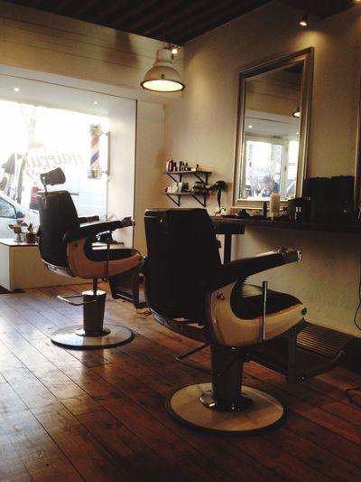Lyon : Salon Barber Shop Coiffeur et Barbier salon très Vintage située sur les hauteur de la Croix Rousse