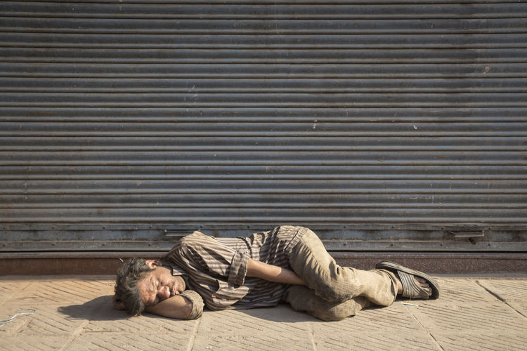 man sleep on street in sunlight of morning Candidshot Casual Clothing City Life City Street Delhi Streets India Indianstories Indiapictures Lay Down Lifestyles Lying Down Olddelhi Photowalk Relaxation Resting Street Photography Streetlife