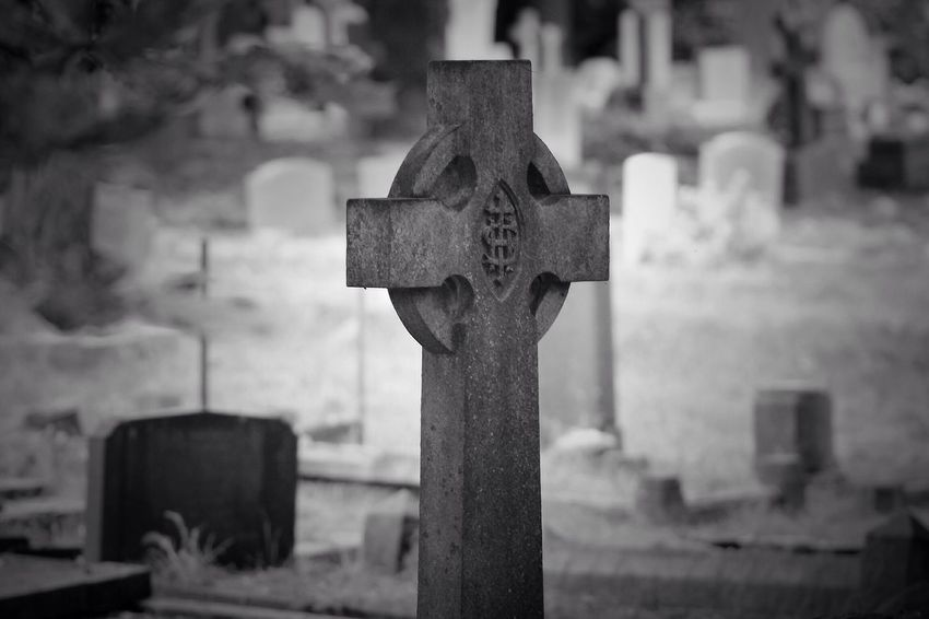 Cemetery Tombstone Cross No People Graveyard No Property South West London Burial Ground Canonphotography Churchyard Graveyard Beauty Creative Photography Black & White Canon Focus On Foreground