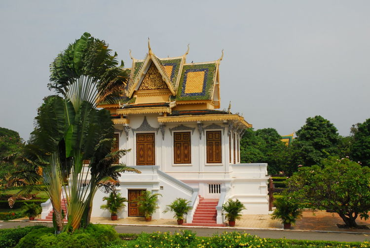 Wat ounalom pagoda against clear sky