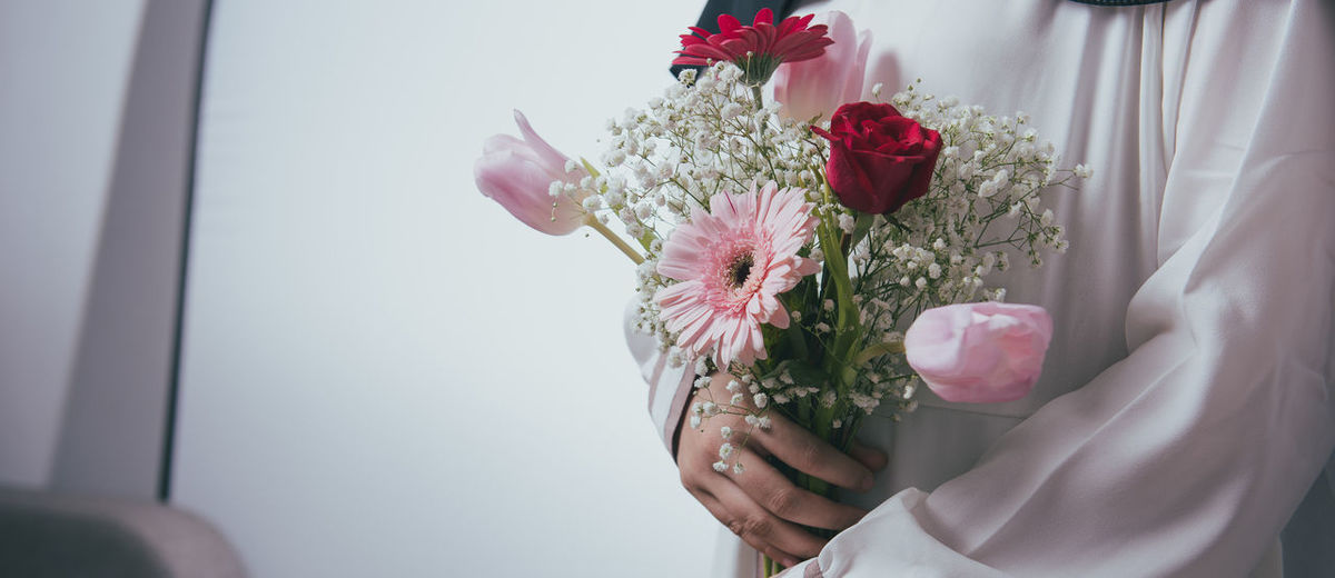 Flower Flowering Plant Plant Beauty In Nature Close-up Indoors  Nature Bouquet Pink Color Flower Arrangement Holding Petal Human Hand Hand Bunch Of Flowers Vulnerability  One Person Freshness Fragility Flower Head Rosé