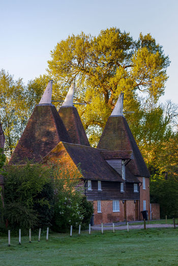 Oast House, Garden Of England, Kent, England. Architecture Sky Built Structure Nature No People Plant Hops Beer Brewing Iconic Buildings Vivid International Getty Images EyeEm Gallery Travel Destinations Tourism Sunrise Countryside Rural Scene History Tree Building Exterior Building Autumn Grass House Day Change Land Field The Past Outdoors Place Of Worship Cottage