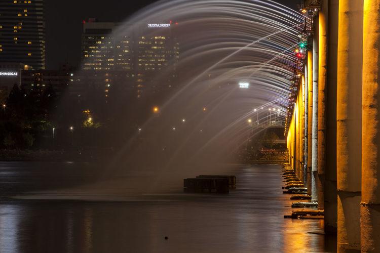 Banpo bridge fountain over han river at night