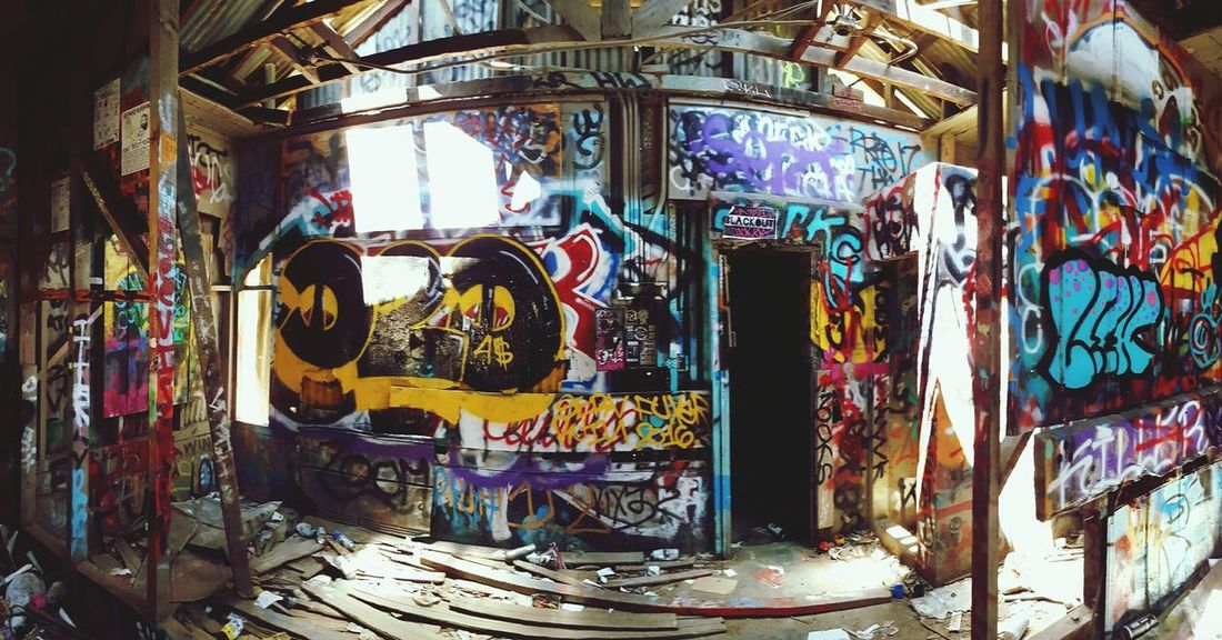 We found a building full of Graffiti at the abandoned LA Zoo